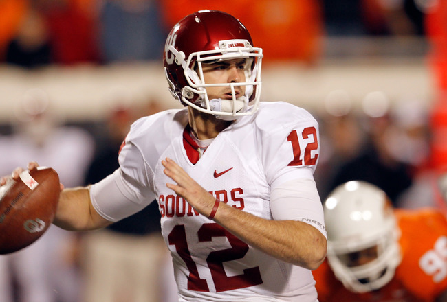 STILLWATER, OK - NOVEMBER 27:  Quarterback Landry Jones #12 of the Oklahoma Sooners looks for an open receiver against the Oklahoma State Cowboys at Boone Pickens Stadium on November 27, 2010 in Stillwater, Oklahoma.  (Photo by Tom Pennington/Getty Images