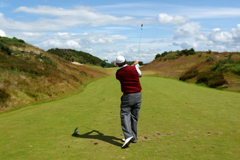 INVERNESS, SCOTLAND - JULY 07:  Phil Mickelson of the USA tees off on the 4th hole during the first round of The Barclays Scottish Open at Castle Stuart Golf Links on July 7, 2011 in Inverness, Scotland.  (Photo by Richard Heathcote/Getty Images)