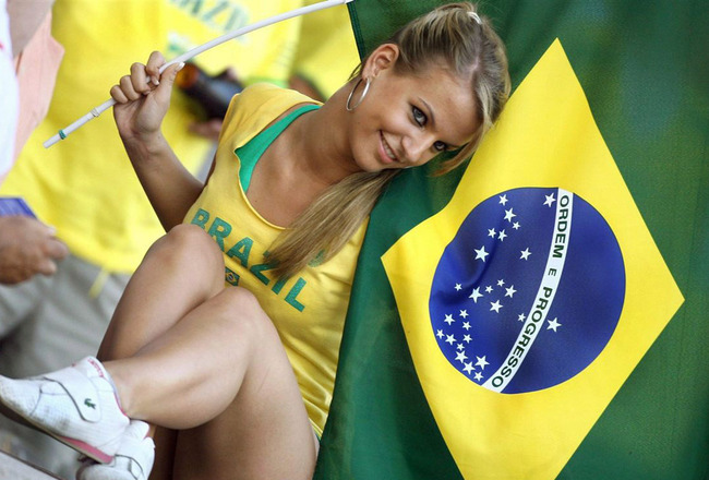 Sexy-brazilian-football-fan_crop_650x440
