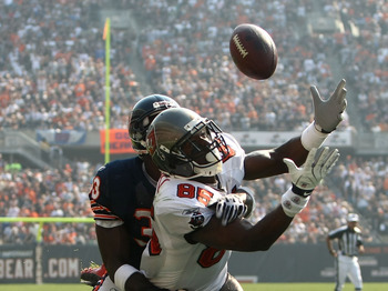CHICAGO - SEPTEMBER 21:  Maurtice Stovall #85 of the Tampa Bay Buccaneers attempts to catch a ball against Charles Tillman #33 of the Chicago Bears at Soldier Field on September 21, 2008 in Chicago, Illinois.  (Photo by Jonathan Ferrey/Getty Images)