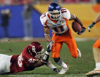 GLENDALE, AZ - JANUARY 01:  Wide receiver Drisan James #11 of the Boise State Broncos runs by linebacker Zach Latimer #46 of the Oklahoma Sooners in the second quarter at the Tostito's Fiesta Bowl at University of Phoenix Stadium on January 1, 2007 in Gle