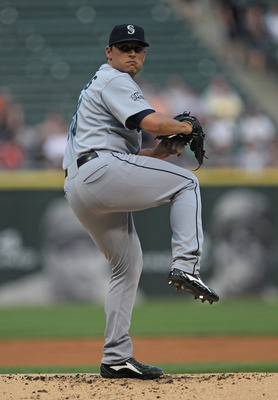 CHICAGO, IL - JUNE 08: Starting pitcher Jason Vargas #38 of the Seattle Mariners delivers the ball against the Chicago White Sox at U.S. Cellular Field on June 8, 2011 in Chicago, Illinois. (Photo by Jonathan Daniel/Getty Images)
