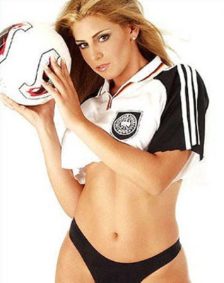 Ee35163bf3cd20443b1a065e3597f254_sexy_germany_soccer_girlsmall_display_image