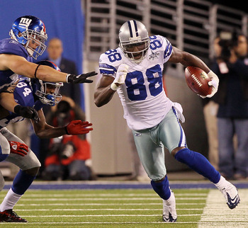 EAST RUTHERFORD, NJ - NOVEMBER 14:  Dez Bryant #88 of the Dallas Cowboys runs a kick off past Dave Tollefson #71, and Duke Calhoun #84 of the New York Giants on November 14, 2010 at the New Meadowlands Stadium in East Rutherford, New Jersey.  (Photo by Ji
