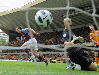 WOLVERHAMPTON, ENGLAND - SEPTEMBER 26:  Stuart Downing of Aston Villa celebrates scoring to make it 1-0 as Marcus Hahnemann of Wolves looks dejected during the Barclays Premier League match between Wolverhampton Wanderers and Aston Villa at Molineux on Se