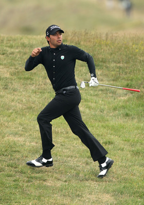 SANDWICH, ENGLAND - JULY 14:  Pablo Larrazabal of Spain reacts to his 2nd shot on the 4th hole during the first round of The 140th Open Championship at Royal St George's on July 14, 2011 in Sandwich, England.  (Photo by Andrew Redington/Getty Images)