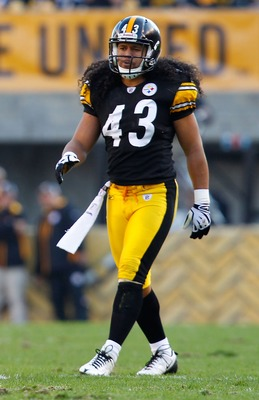 PITTSBURGH, PA - NOVEMBER 21:  Troy Polamalu #43 of the Pittsburgh Steelers lines up before the snap during the game against  the Oakland Raiders on November 21, 2010 at Heinz Field in Pittsburgh, Pennsylvania.  (Photo by Jared Wickerham/Getty Images)
