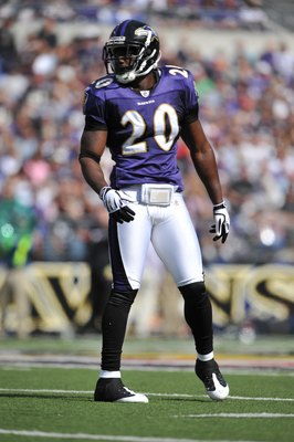 BALTIMORE - OCTOBER 11:  Ed Reed #20 of the Baltimore Ravens defends against the Cincinnati Bengals at M&amp;T Bank Stadium on October 11, 2009 in Baltimore, Maryland. The Bengals defeated the Ravens 17-14. (Photo by Larry French/Getty Images)