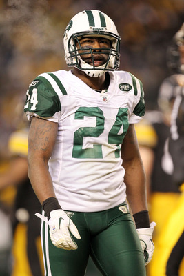 PITTSBURGH, PA - JANUARY 23:  Darrelle Revis #24 of the New York Jets reacts during their 19 to 24 loss to the Pittsburgh Steelers in the 2011 AFC Championship game at Heinz Field on January 23, 2011 in Pittsburgh, Pennsylvania.  (Photo by Ronald Martinez