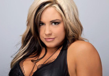 Wwe-diva-kaitlyn-hairstyles-fashion_display_image