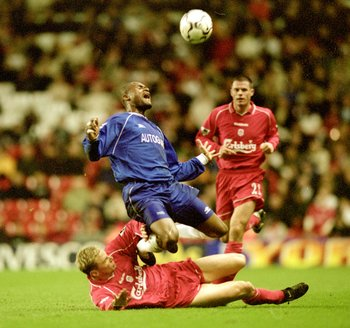 1 Nov 2000:  Winston Bogarde of Chelsea feels the challenge of Stephane Henchoz of Liverpool during the Worthington Cup 3rd round match played at Anfield, in Liverpool, England. Liverpool won the match 2-1 after extra-time. \ Mandatory Credit: Clive Bruns