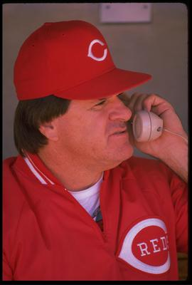 CINCINNATI REDS MANAGER PETE ROSE TALKS ON THE PHONE WHILE IN THE DUGOUT DURING THE REDS VERSUS CHICAGO CUBS GAME AT WRIGLEY FIELD IN CHICAGO, ILLINOIS. MANDATORY CREDIT: JONATHAN DANIEL/ALLSPORT US