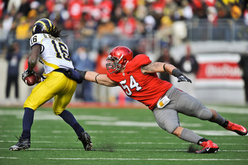 COLUMBUS, OH - NOVEMBER 27:  John Simon #54 of the Ohio State Buckeyes attempts to tackle quarterback Denard Robinson #16 of the Michigan Wolverines at Ohio Stadium on November 27, 2010 in Columbus, Ohio.  (Photo by Jamie Sabau/Getty Images)
