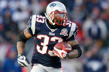 FOXBORO, MA - JANUARY 10:  Kevin Faulk #33 of the New England Patriots runs the ball against the Baltimore Ravens during the 2010 AFC wild-card playoff game at Gillette Stadium on January 10, 2010 in Foxboro, Massachusetts.  (Photo by Elsa/Getty Images)