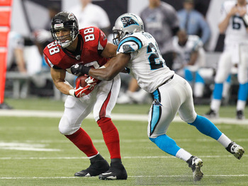 ATLANTA, GA - JANUARY 02:  Tony Gonzalez #88 of the Atlanta Falcons against Jordan Pugh #29 of the Carolina Panthers at Georgia Dome on January 2, 2011 in Atlanta, Georgia.  (Photo by Kevin C. Cox/Getty Images)
