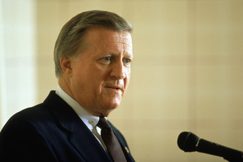NEW YORK- 1989:  New York Yankees owner George Steinbrenner talks to the press during the 1989 season in New York, New York. (Photo by: Stephen Dunn/Getty Images)