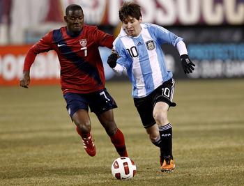 EAST RUTHERFORD, NJ - MARCH 26:  Lionel Messi #10 of Argentina runs with Maurice Edu #7 of the United States during the first half of a friendly match  at New Meadowlands Stadium on March 26, 2011 in East Rutherford, New Jersey.  (Photo by Jeff Zelevansky