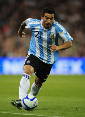 DUBLIN, IRELAND - AUGUST 11:  Ezequiel Lavezzi of Argentina in action during the International Friendly match between Republic of Ireland and Argentina at the Aviva Stadium on August 11, 2010 in Dublin, Ireland.  (Photo by Shaun Botterill/Getty Images)