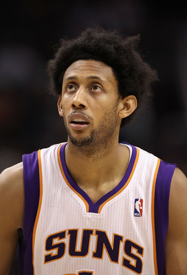 PHOENIX - NOVEMBER 24:  Josh Childress #1 of the Phoenix Suns during the NBA game against the Chicago Bulls at US Airways Center on November 24, 2010 in Phoenix, Arizona. NOTE TO USER: User expressly acknowledges and agrees that, by downloading and or usi