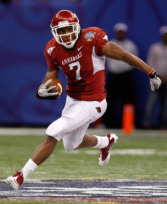 NEW ORLEANS, LA - JANUARY 04:  Knile Davis #7 of the Arkansas Razorbacks runs the ball against the Ohio State Buckeyes during the Allstate Sugar Bowl at the Louisiana Superdome on January 4, 2011 in New Orleans, Louisiana.  (Photo by Chris Graythen/Getty
