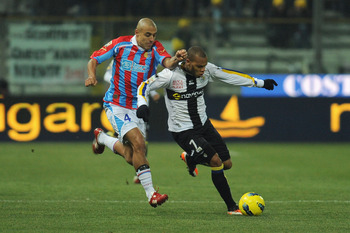 PARMA, ITALY - DECEMBER 21:  Jonathan Ludovic Biabiany of Parma FC is challenged by Sergio Bernardo Almiron of Catania Calcio during the Serie A match between Parma FC and Catania Calcio at Stadio Ennio Tardini on December 21, 2011 in Parma, Italy.  (Phot