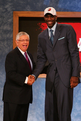 NEW YORK - JUNE 28: NBA Commissioner David Stern (L) poses for a photo with Greg Oden of Ohio State after he was drafted first by the Portland Trailblazers during the 2007 NBA Draft at the WaMu Theatre at Madison Square Garden June 28, 2007 in New York Ci