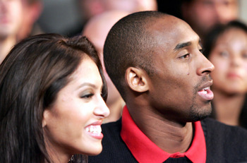 LOS ANGELES - DECEMBER 18:  Kobe Bryant and wife Vanessa watch the Antonio Tarver v Glen Johnson IBO world light heavyweight championship bout on December 18, 2004 at Staples Center in Los Angeles, California.  (Photo by Robert Laberge/Getty Images)