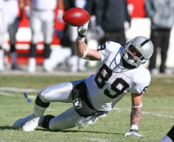 KANSAS CITY, MO - JANUARY 02:  Wide receiver Nick Miller #89 of the Oakland Raiders laterals the ball in a game against the Kansas City Chiefs at Arrowhead Stadium on January 2, 2011 in Kansas City, Missouri.  (Photo by Tim Umphrey/Getty Images)