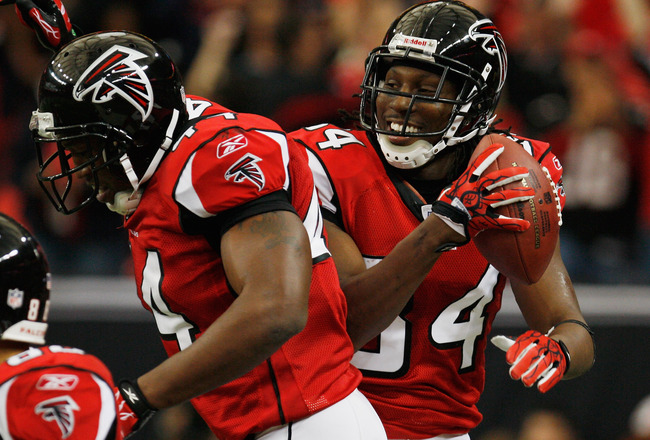 ATLANTA, GA - JANUARY 02:  Roddy White #84 and Jason Snelling #44 of the Atlanta Falcons celebrate after White's second quarter touchdown during the game against the Carolina Panthers at the Georgia Dome on January 2, 2011 in Atlanta, Georgia.  (Photo by