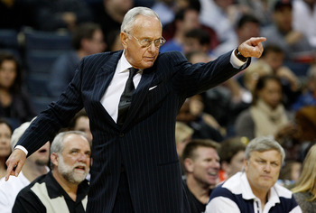 CHARLOTTE, NC - DECEMBER 30:  Head coach Larry Brown of the Charlotte Bobcats pionts to his team against the New York Knicks during their game at Time Warner Cable Arena on December 30, 2008 in Charlotte, North Carolina.  (Photo by Streeter Lecka/Getty Im