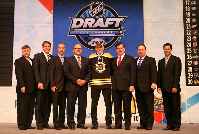 LOS ANGELES, CA - JUNE 25:  Tyler Seguin, drafted second overall by the Boston Bruins, poses with team personnel  during the 2010 NHL Entry Draft at Staples Center on June 25, 2010 in Los Angeles, California.  (Photo by Bruce Bennett/Getty Images)