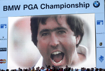 VIRGINIA WATER, ENGLAND - MAY 29:  The Crowd pay tribute to the memory of Seve Ballesteros of Spain after the final round of the BMW PGA Championship  at the Wentworth Club on May 29, 2011 in Virginia Water, England.  (Photo by Warren Little/Getty Images)