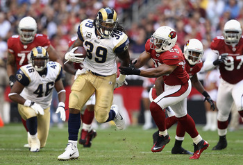 GLENDALE, AZ - DECEMBER 05:  Runningback Steven Jackson #39 of the St. Louis Rams rushes the football against the Arizona Cardinals during the NFL game at the University of Phoenix Stadium on December 5, 2010 in Glendale, Arizona. The Rams defeated the Ca