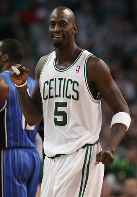 BOSTON, MA - FEBRUARY 06:  Kevin Garnett #5 of the Boston Celtics celebrates in the first half against the Orlando Magic on February 6, 2011 at the TD Garden in Boston, Massachusetts. The Celtics defeated the Magic 91-80. NOTE TO USER: User expressly ackn