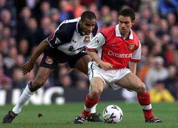 2 May 2000:  Marc Overmars of Arsenal takes on Frederic Kanoute of West Ham during the match between Arsenal and West Ham United in the FA Carling Premiership at Highbury, London.  Mandatory Credit: Laurence Griffiths/ALLSPORT