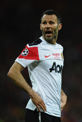LONDON, ENGLAND - MAY 28:  Ryan Giggs of Manchester United shouts during the UEFA Champions League final between FC Barcelona and Manchester United FC at Wembley Stadium on May 28, 2011 in London, England.  (Photo by Laurence Griffiths/Getty Images)