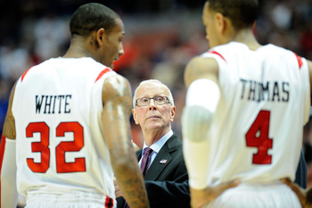 ANAHEIM, CA - MARCH 24:  Head coach Steve Fisher of the San Diego State Aztecs talks with Billy White #32 and Malcolm Thomas #4 on the sidelines during the west regional semifinal of the 2011 NCAA men's basketball tournament at the Honda Center on March 2