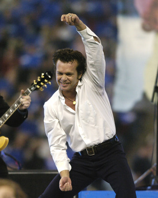 John Mellencamp entertains at halftime at  a Thanksgiving Day game, November 25, 2005 in Detroit.  (Photo by Al Messerschmidt/Getty Images)