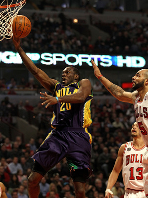 CHICAGO, IL - MARCH 07: Quincy Pondexter #20 of the New Orleans Hornets drives past Carlos Boozer #5 and Jaokim Noah #13 of the Chicago Bulls at the United Center on March 7, 2011 in Chicago, Illinois. NOTE TO USER: User expressly acknowledges and agrees