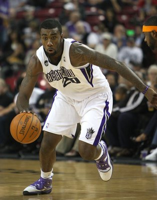 SACRAMENTO, CA - NOVEMBER 25:  Donte Greene #20 of the Sacramento Kings drives against the New York Knicks on November 25, 2009 at ARCO Arena in Sacramento, California. NOTE TO USER: User expressly acknowledges and agrees that, by downloading and/or using