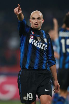 NAPLES, ITALY - JANUARY 26:  Esteban Cambiasso of FC Internazionale Milano gestures during the Tim Cup match between SSC Napoli and FC Internazionale Milano at Stadio San Paolo on January 26, 2011 in Naples, Italy.  (Photo by Paolo Bruno/Getty Images)