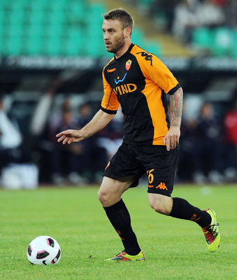 BARI, ITALY - MAY 01:  Daniele De Rossi of Roma in action during the Serie A match between AS Bari and AS Roma at Stadio San Nicola on May 1, 2011 in Bari, Italy.  (Photo by Giuseppe Bellini/Getty Images)