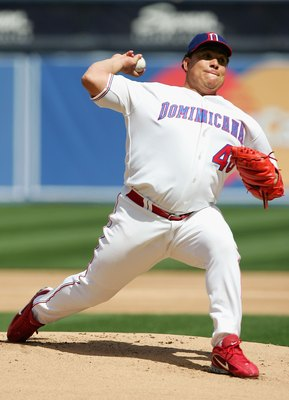 SAN DIEGO - MARCH 18:  Starting pitcher Bartolo Colon #40 of Team Domincan Republic pitches against Team Cuba during the Semi Final game of the World Baseball Classic at Petco Park on March 18, 2006 in San Diego, California.  (Photo by Jed Jacobsohn/Getty