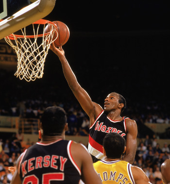 LOS ANGELES - 1989:  Clyde Drexler #22 of the Portland Trail Blazers shoots a layup past Mychal Thompson #43 of the Los Angeles Lakers during the 1988-1989 NBA season game at the Great Westen Forum in Los Angeles, California.  (Photo by Tim DeFrisco/Getty