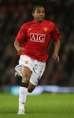 MANCHESTER, UNITED KINGDOM - JANUARY 12:  Anderson of Manchester in action during the Barclays Premier League match between Manchester United and Newcastle United at Old Trafford on January 12, 2008 in Manchester, England.  (Photo by Alex Livesey/Getty Im