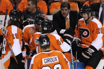 PHILADELPHIA - JUNE 04:  Head coach Peter Laviolette of the Philadelphia Flyers talks to his team in Game Four of the 2010 NHL Stanley Cup Final against the Chicago Blackhawks at Wachovia Center on June 4, 2010 in Philadelphia, Pennsylvania.  (Photo by Br