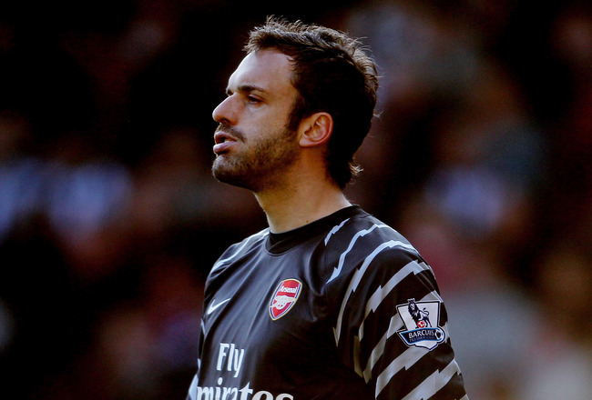 WEST BROMWICH, ENGLAND - MARCH 19:  Manuel Almunia of Arsenal in action during the Barclays Premier League match between West Bromwich Albion and Arsenal at The Hawthorns on March 19, 2011 in West Bromwich, England.  (Photo by Scott Heavey/Getty Images)