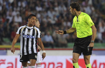 UDINE, ITALY - MAY 22:  Referee Paolo Tagliavento (R) talks with Alexis Samnchez of Udinese during the Serie A match between Udinese Calcio and AC Milan  at Stadio Friuli on May 22, 2011 in Udine, Italy.  (Photo by Dino Panato/Getty Images)