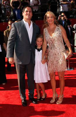 LOS ANGELES, CA - JULY 13:(L-R) NBA owner Mark Cuban with daughter Alexis Cuban and wife Tiffany Cuban arrive at The 2011 ESPY Awards at Nokia Theatre L.A. Live on July 13, 2011 in Los Angeles, California.  (Photo by Frederick M. Brown/Getty Images)