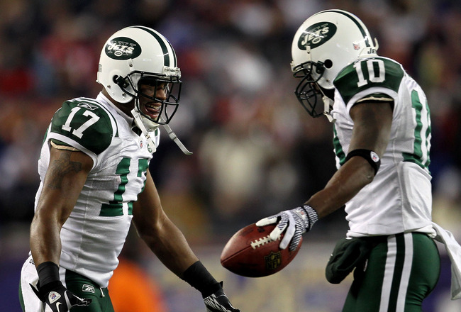 FOXBORO, MA - JANUARY 16:  Santonio Holmes #10 of the New York Jets celebrates his fourth quarter touchdown against the New England Patriots with Braylon Edwards #17 during their 2011 AFC divisional playoff game at Gillette Stadium on January 16, 2011 in